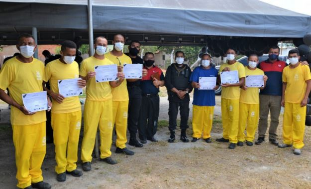 Prisoners graduate from car repair course at Barra da Grota Penal Treatment Unit, Tocantins, Brazil